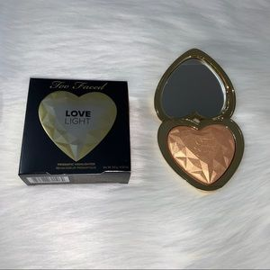 """Too Faced Highlighter in """"You light up my life"""""""